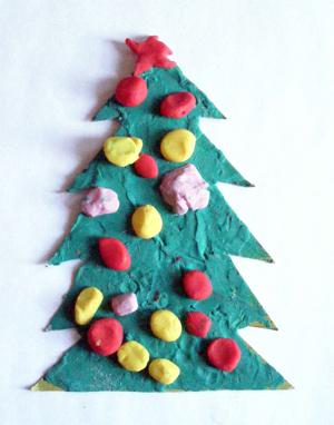 Новогодняя поделка елочка из пластилина для малышей (17)