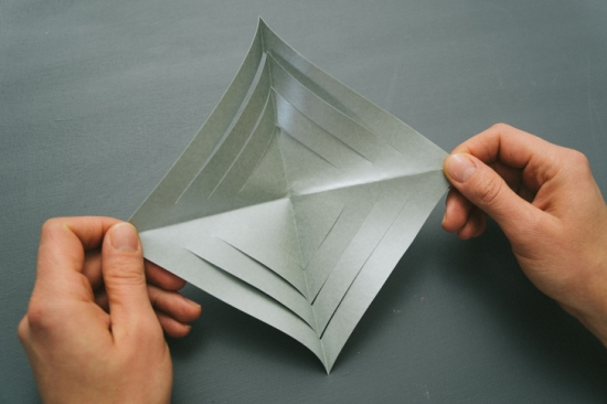 Объемные снежинки из бумаги (19)