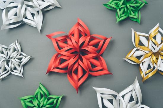 Объемные снежинки из бумаги (3)