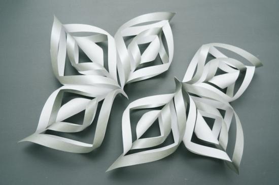 Объемные снежинки из бумаги (8)