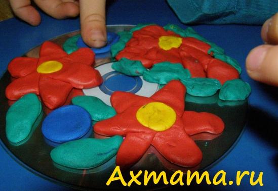 Цветы из пластилина на диске