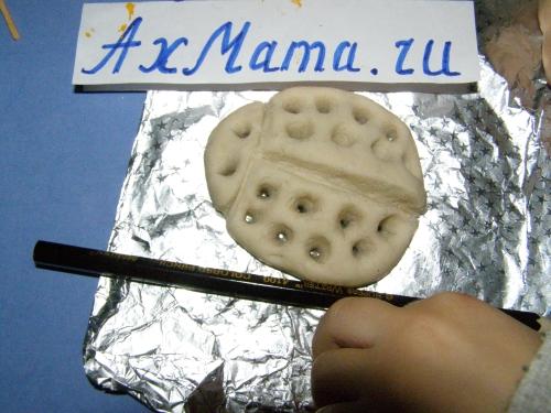 Поделки из соленого теста для малышей: божья коровка