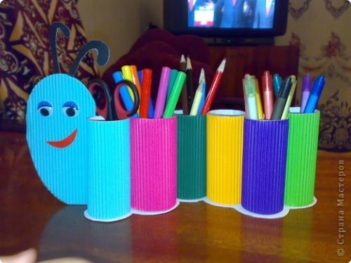 Подставка для карандашей из туалетных рулонов (10)