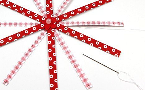 Новогодние игрушки из бумажных полос (28)