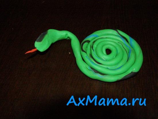 Простые поделки из пластилина: змея