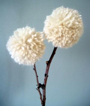 Цветы из ниток одуванчики (1)