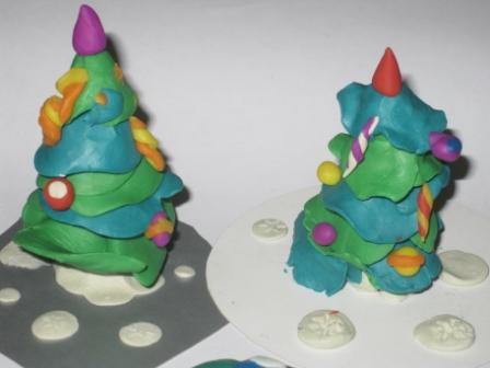 Новогодняя поделка елочка из пластилина для детей